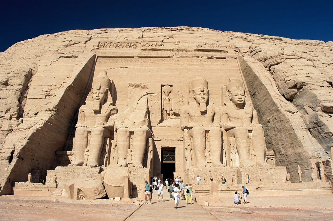 Abu_Simbel,_Ramesses_Temple,_front,_Egypt,_Oct_2004.jpg